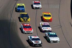 Chase Elliott, Hendrick Motorsports, Chevrolet Camaro Unifirst, Kevin Harvick, Stewart-Haas Racing, Ford Mustang Jimmy John's Freaky Fast Rewards