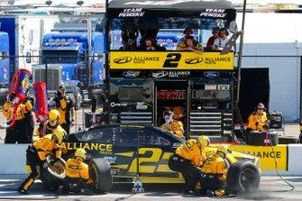 Brad Keselowski, Team Penske, Ford Mustang Alliance Parts pit stop