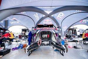 Red Bull Off-Road Team USA mechanic