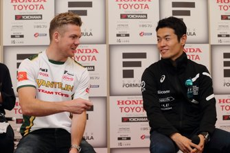 Ник Кэссиди, Vantelin Team TOM'S, и Наоки Ямамото, DoCoMo Team Dandelion Racing