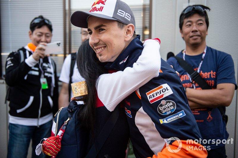 Jorge Lorenzo, Repsol Honda Team, con un fan