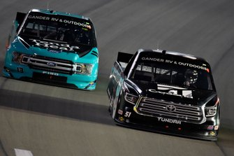 Kyle Busch, Kyle Busch Motorsports, Toyota Tundra Cessna and Johnny Sauter, ThorSport Racing, Ford F-150 Tenda