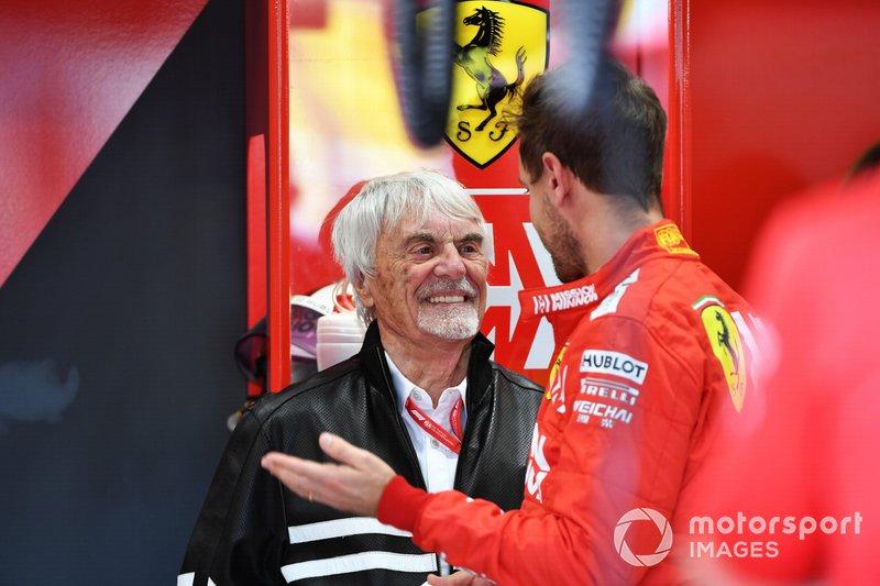 Bernie Ecclestone, Presidente emerito della Formula 1, nel garage Ferrari con Sebastian Vettel, Ferrari