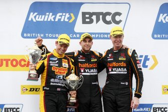 Tom Chilton, Motorbase Performance Ford Focus , Dan Cammish, Halfords Yuasa Team Dynamics Honda Civic and Matt Neal, Halfords Yuasa Team Dynamics Honda Civic