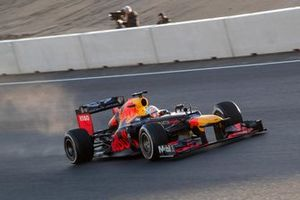 Max Verstappen, RB8, in the Arie Luyendyk corner