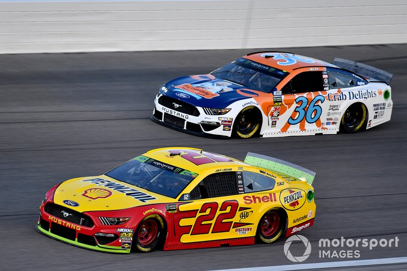 Joey Logano, Team Penske, Ford Mustang Shell Pennzoil and Matt Tifft, Front Row Motorsports, Ford Mustang Louis Kemp Crab Delights