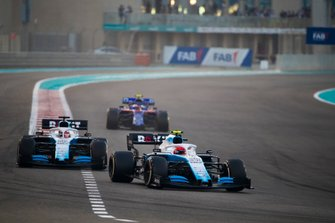 Robert Kubica, Williams FW42, devant George Russell, Williams Racing FW42, et Pierre Gasly, Toro Rosso STR14