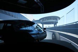 Robert Kubica im DTM-Simulator von BMW