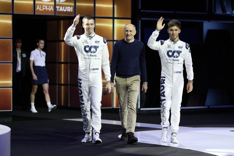 Daniil Kvyat, AlphaTauri, Franz Tost, Team Principal Scuderia AlphaTauri, Pierre Gasly, AlphaTauri