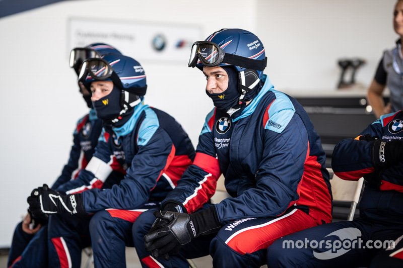 Team of #34 Walkenhorst Motorsport BMW M6 GT3: Augusto Farfus, Nick Catsburg, Chaz Mostert