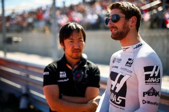Ayao Komatsu, Chief Race Engineer, Haas F1, e Romain Grosjean, Haas F1 Team