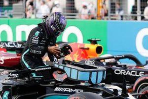 Lewis Hamilton, de Mercedes, llega al Parc Ferme tras la clasificación