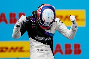 Race winner Jake Dennis, BMW i Andretti Motorsport, BMW iFE.21 celebrates