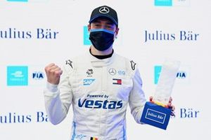 Pole man Stoffel Vandoorne, Mercedes-Benz EQ, with the Julius Baer Pole Position Award