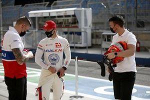Nikita Mazepin, Haas F1, with team mates