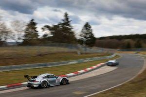 #33 Rutronik Racing Porsche 911 GT3 R: Julien Andlauer, Tobias Müller, Tristan Viidas