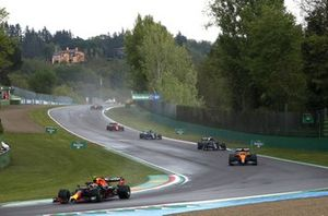 Sergio Perez, Red Bull Racing RB16B, Daniel Ricciardo, McLaren MCL35M, Pierre Gasly, AlphaTauri AT02 et Lance Stroll, Aston Martin AMR21
