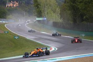 Lando Norris, McLaren MCL35M, Carlos Sainz Jr., Ferrari SF21, Lance Stroll, Aston Martin AMR21, and Valtteri Bottas, Mercedes W12