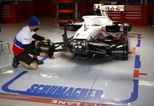 Mick Schumacher, Haas VF-21 garage engineer