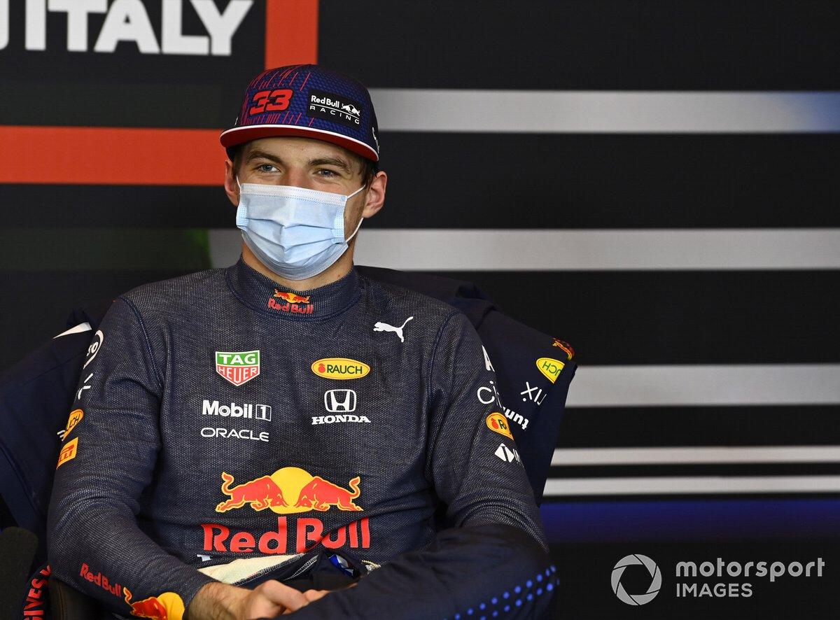 Max Verstappen, Red Bull Racing, en la conferencia