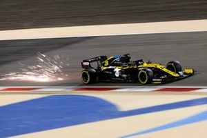 Sparks kick up from Daniel Ricciardo, Renault F1 Team R.S.20