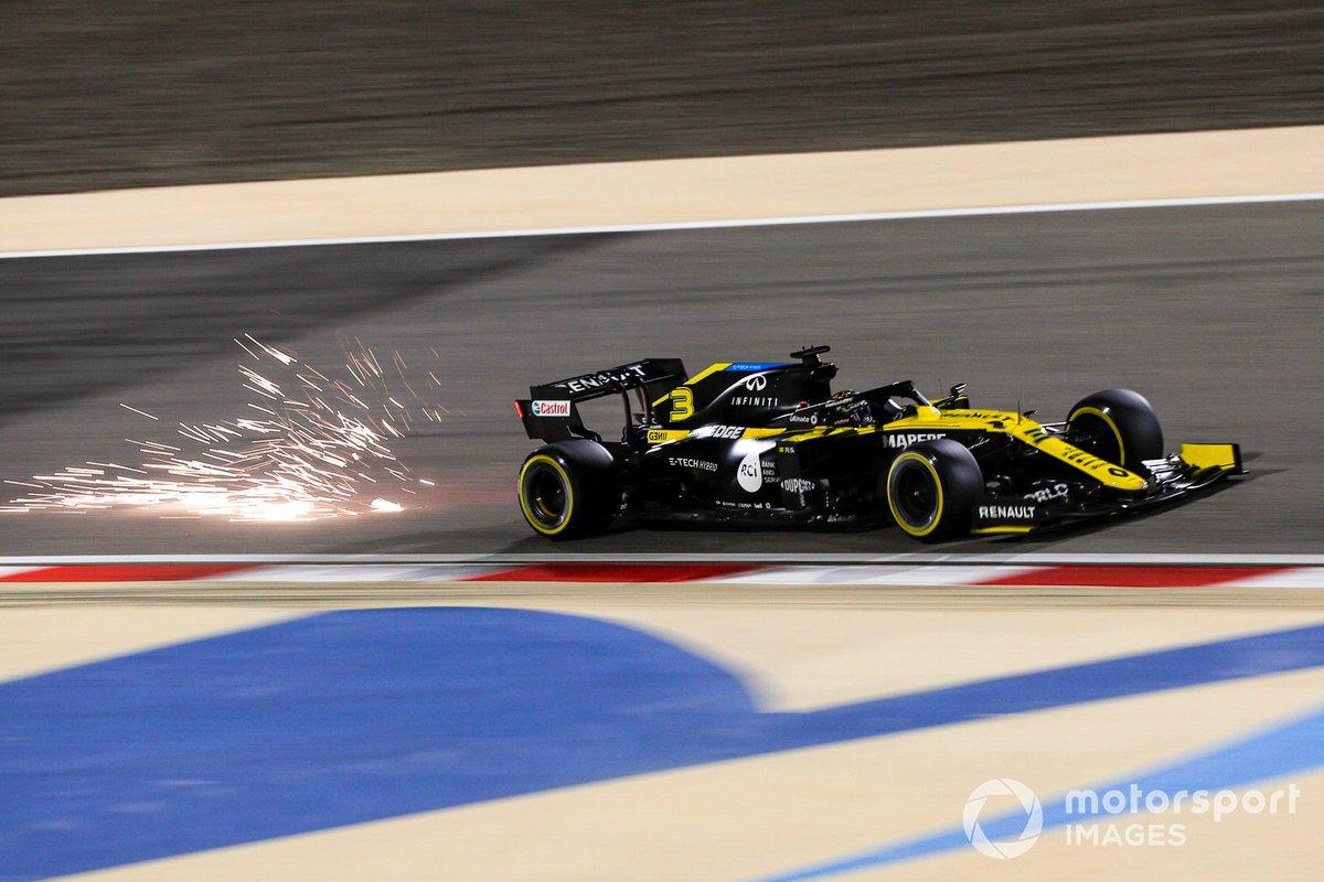 Scintille generate dall'auto di Daniel Ricciardo, Renault F1 Team R.S.20