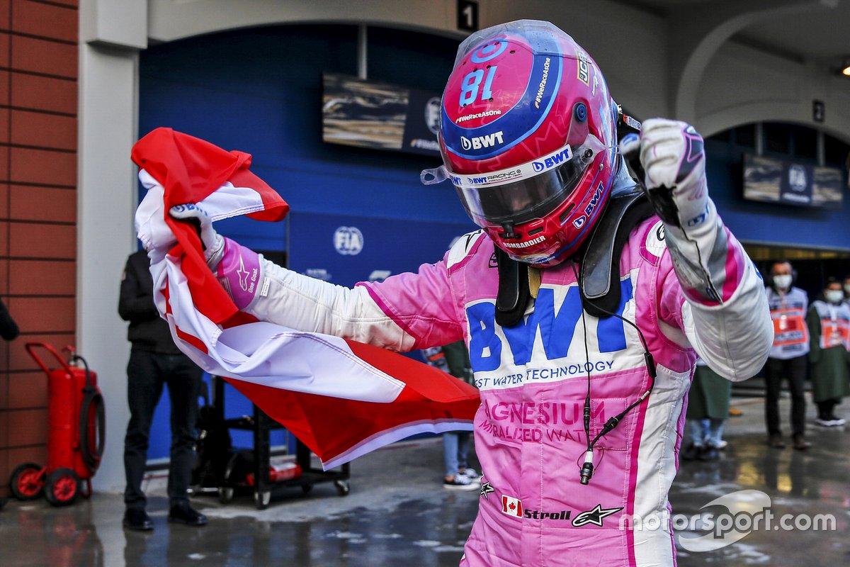Ganador de la pole Lance Stroll, Racing Point celebra en Parc Ferme
