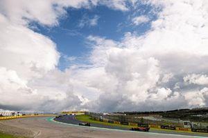 Kimi Raikkonen, Alfa Romeo Racing C39, Lando Norris, McLaren MCL35