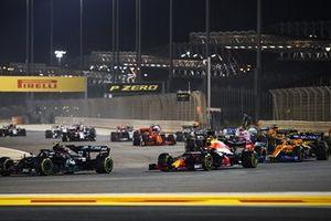 Valtteri Bottas, Mercedes F1 W11, Alex Albon, Red Bull Racing RB16, en Lando Norris, McLaren MCL35