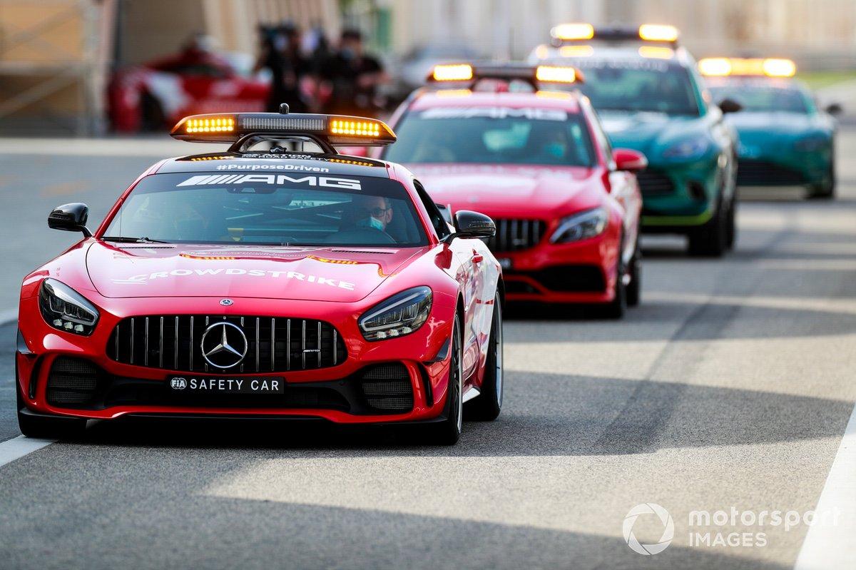 Автомобиль безопасности Mercedes AMG и Aston Martin
