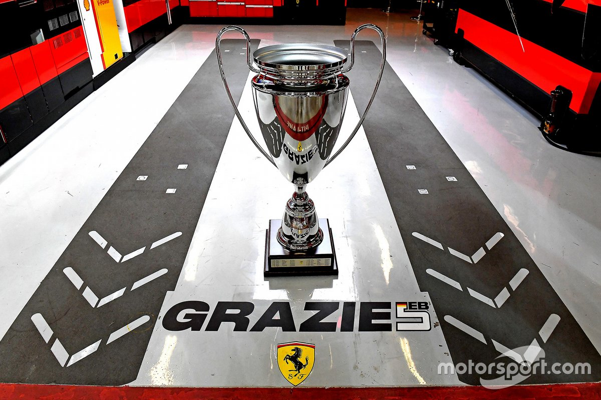 El trofeo de Ferrari para Sebastian Vettel, Ferrari