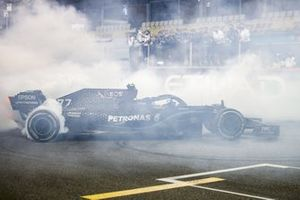 Valtteri Bottas, Mercedes F1 W11, 2nd position, performs donuts on the grid at the end of the race