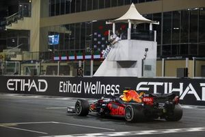 Max Verstappen, Red Bull Racing RB16, 1st position, takes the chequered flag