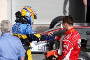 Fernando Alonso, Renault e Michael Schumacher, Ferrari nel Parc Fermè