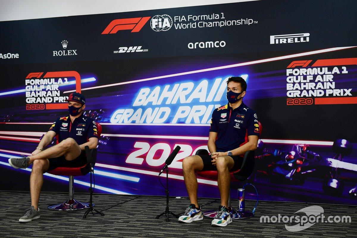 Max Verstappen, Red Bull Racing y Alex Albon, Red Bull Racing en la conferencia de prensa