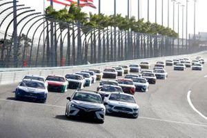 Brad Keselowski, Team Penske, Ford Mustang Dent Wizard, Chris Buescher, Roush Fenway Racing, Ford Mustang Fastenal
