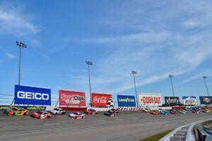 Kyle Busch, Joe Gibbs Racing, Toyota Camry M&M's, Denny Hamlin, Joe Gibbs Racing, Toyota Camry Sport Clips