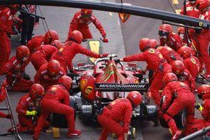 Carlos Sainz Jr., Ferrari SF21 , in the pits