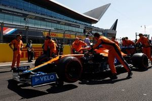 Daniel Ricciardo, McLaren MCL35M, arrives on the grid