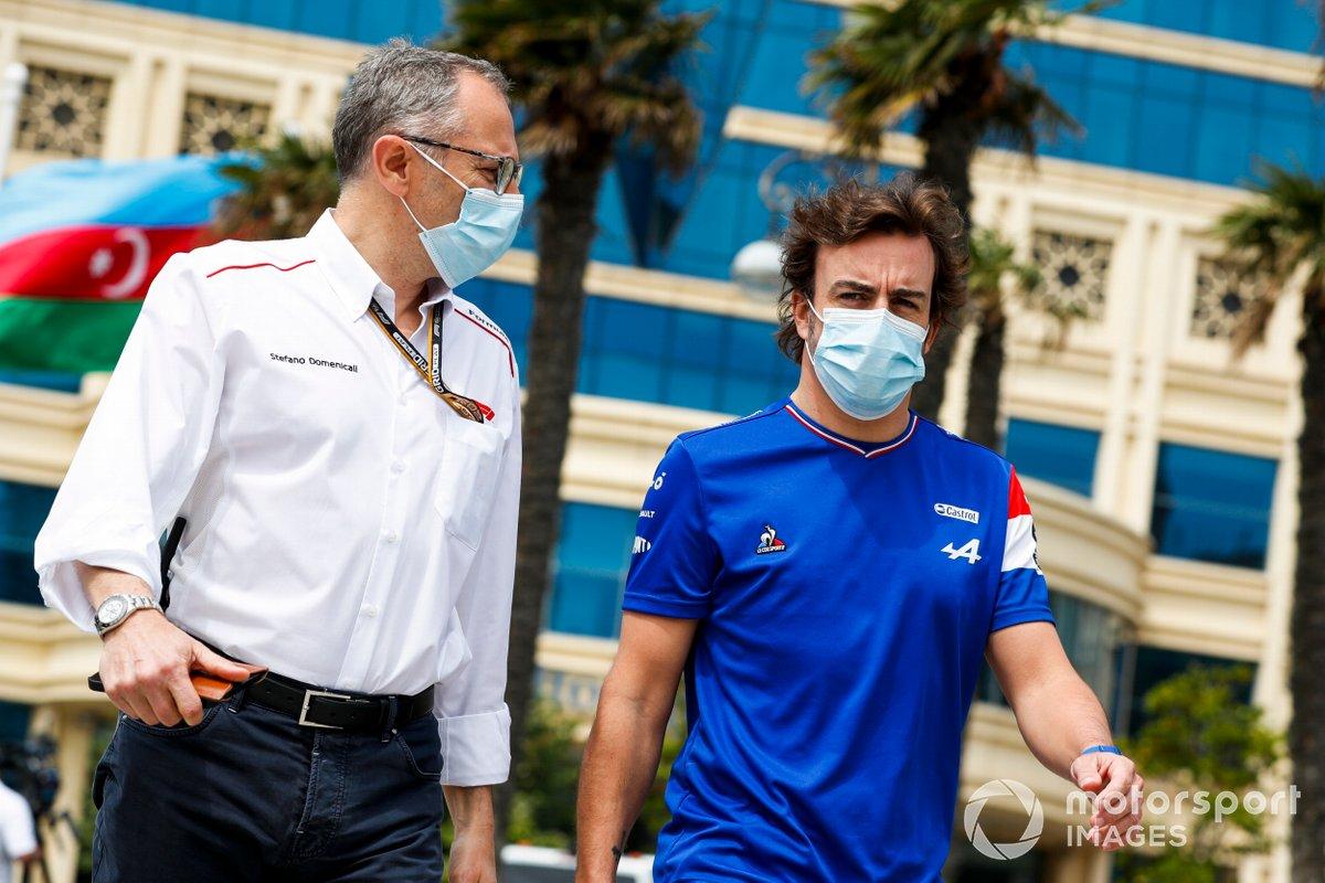 Stefano Domenicali, CEO de la Formula 1 y Fernando Alonso, Alpine F1