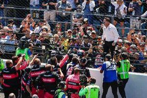 1. Helio Castroneves, Meyer Shank Racing Honda, mit Michael Shank