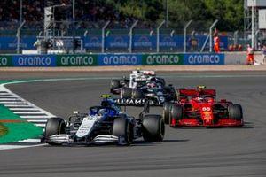 Nicholas Latifi, Williams FW43B, Carlos Sainz Jr., Ferrari SF21, en Yuki Tsunoda, AlphaTauri AT02