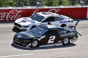 Brad Keselowski, Team Penske, Ford Mustang Freightliner and ]Kevin Harvick, Stewart-Haas Racing, Ford Mustang Mobil 1 Throwback