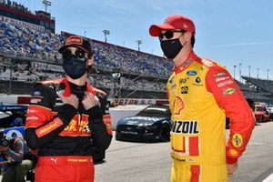 Ryan Blaney, Team Penske, Ford Mustang Advance Auto Parts and Joey Logano, Team Penske, Ford Mustang Shell Pennzoil