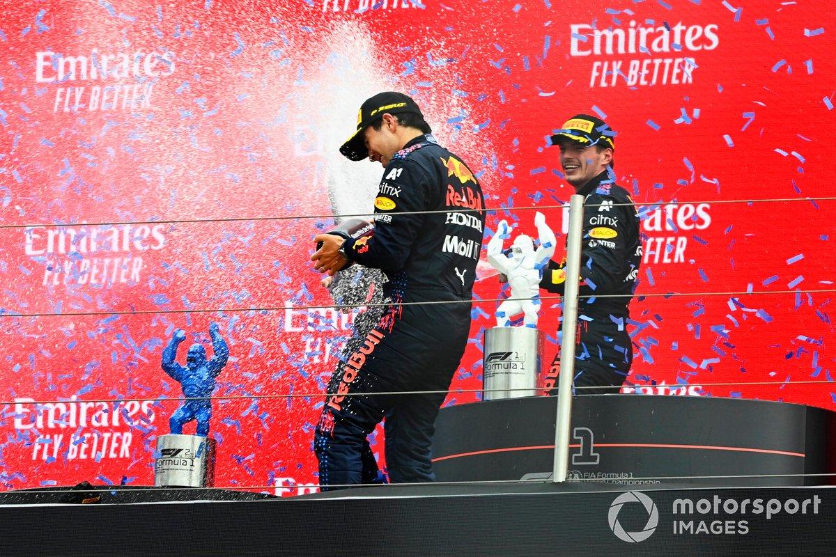 Podio: Gianpiero Lambiase, Ingeniero de carreras de Red Bull Racing, tercer lugar Sergio Pérez, Red Bull Racing, y ganador de la carrera Max Verstappen, Red Bull Racing