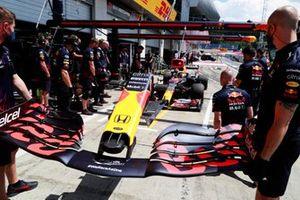 Замена крыла на машине Макса Ферстаппена, Red Bull Racing RB16B