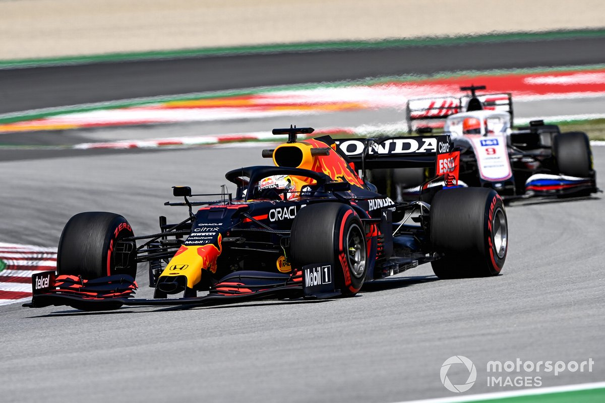 Max Verstappen, Red Bull Racing RB16B, Nikita Mazepin, Haas VF-21