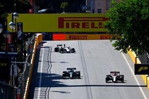 Kimi Raikkonen, Alfa Romeo Racing C41, Sebastian Vettel, Aston Martin AMR21