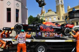 Marshals load the damaged car of Max Verstappen, Red Bull Racing RB16B, on a truck