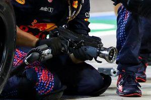 Red Bull Racing wheel gun detail